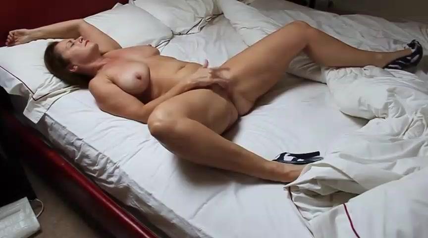 Подсматривать за мастурбирующими порно