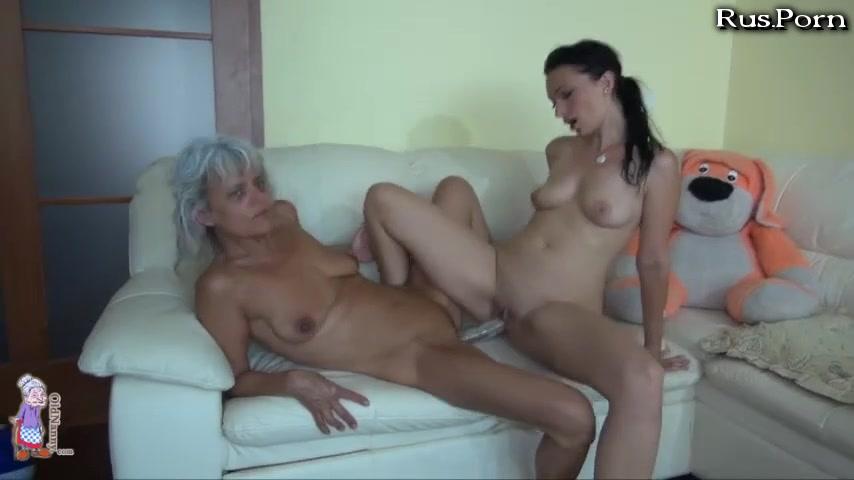 Фильмы порно лесбиянки бабушка трахает молодую