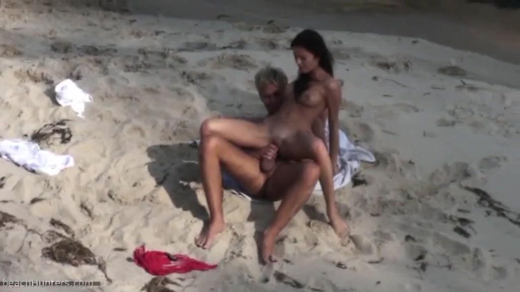 Подсмотренное видео порно нуддистов секс на пляже
