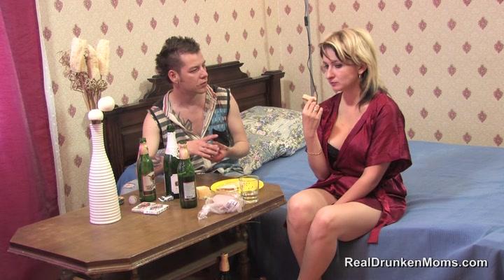 хотел порно онлайн девушка с большими сиськами дрочит себе почему вот
