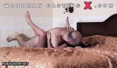 Волосатый Пьер Вудман на порно кастинге трахает брюнетку в разных позах