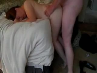 Толстожопую малышку трахает