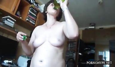 Муж выложил видео домашнего секса и минета со своей зрелой женой
