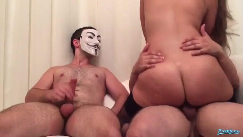 Парень ебет мужика и его супругу