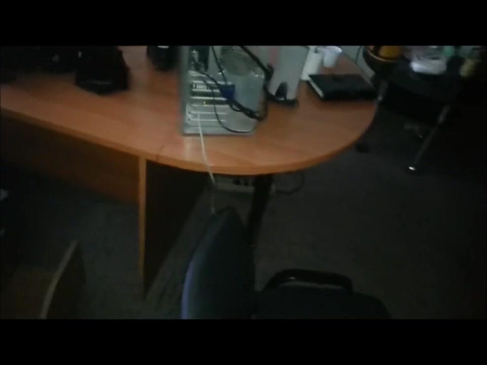 Секретаршу ебут на работе порно онлайн