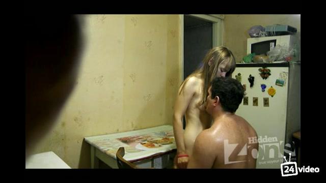 Смотреть порно выебал пока спала домашнее