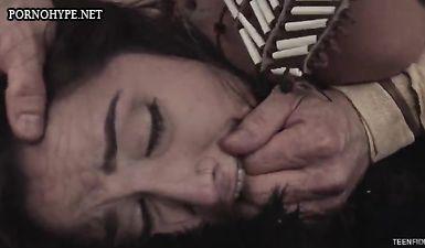 Индеец трахает по принуждению на огороде дочку плантатора