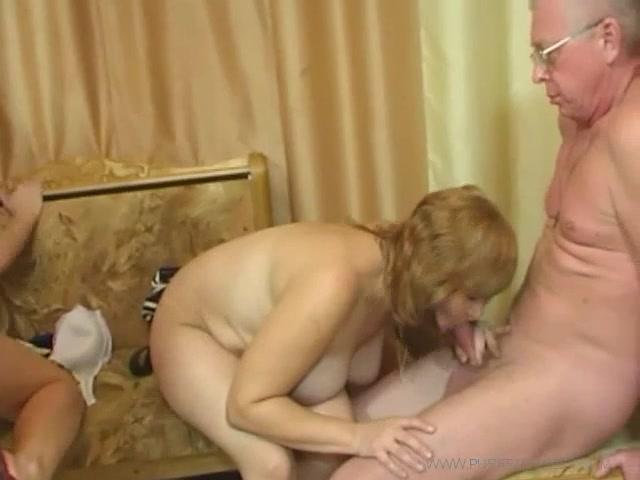 Син трахає свою мать а отец дочь