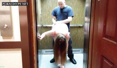 Куколд муж снял как его жену трахает незнакомец в лифте