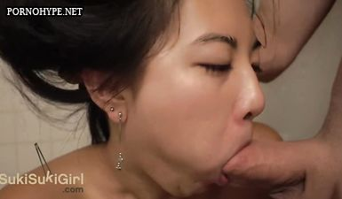 Казашка изменяет мужу и отсасывает у любовника в ванной