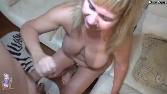 Русское порно видео внук подглядывал за бабушкой и трахнул ее в жопу