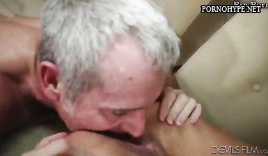 Бабка трахается с седым дедом за его пенсию