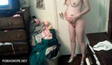 Турок обоссал беременную русскую девушку и заставил делать минет