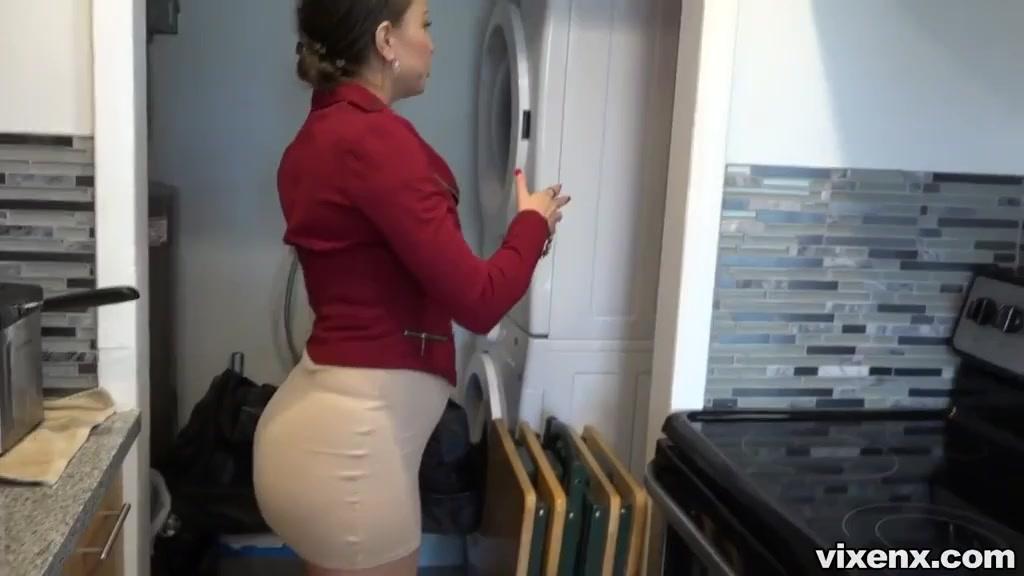 Порно муж ебт подругу жены