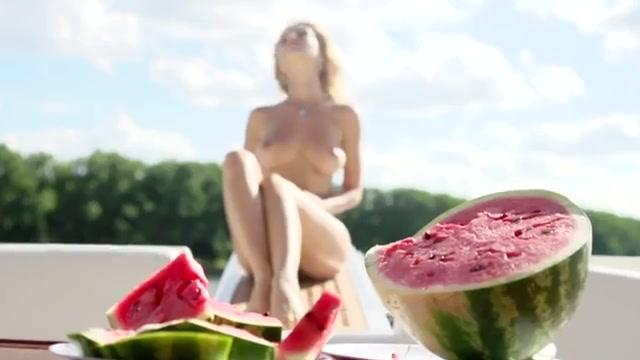 erotichno-russkoe-video-s-huem-za-shekoy-foto