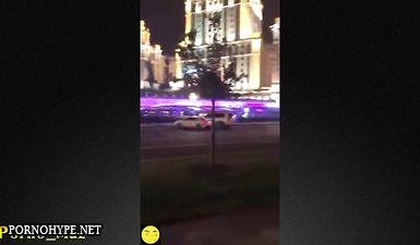 Парочка трахается на берегу Москвы реки, а друг их снимает на телефон