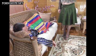 Русская мать дрочит на спящего сына, а потом трахается с ним