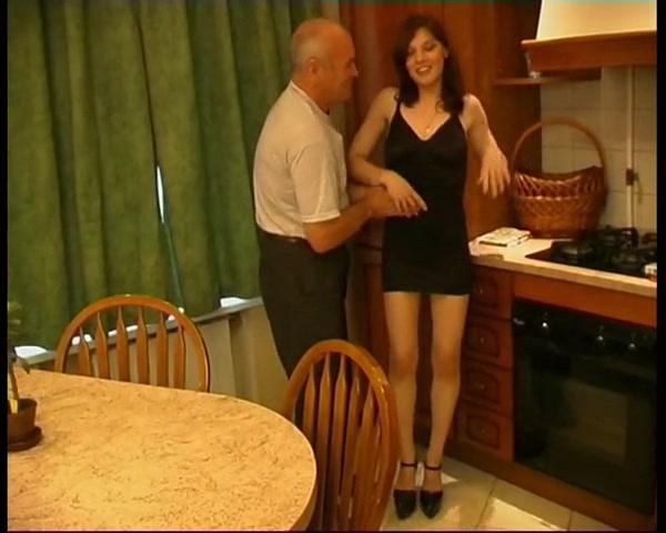 Порно видео старый мужик трахает девушку — 4
