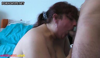 Жирная мамка сосёт и трахается раком с сыном