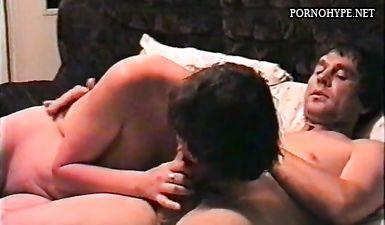 Жена дрочит ствол член и сосёт головку