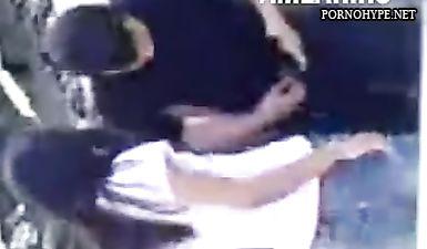 Азербайджанка дрочит парню хуй на улице (скрытая камера)