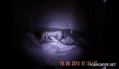 Домашний секс снятый ночью на скрытую камеру с ночным виденьем